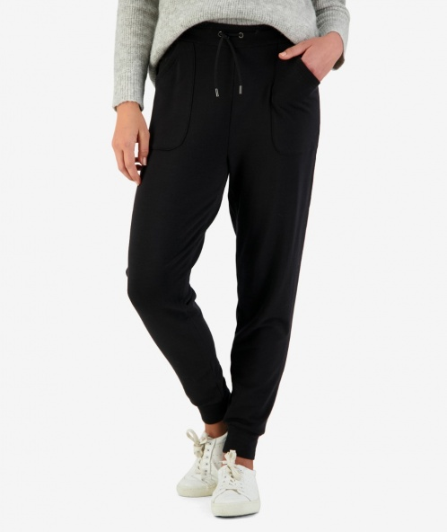 Merino casual pant in black